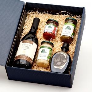Coffret Cadeau Italie contenant 1 bouteille de Barbera d'Alba 2018 et 4 succulentes spécialités italiennes de notre épicerie.